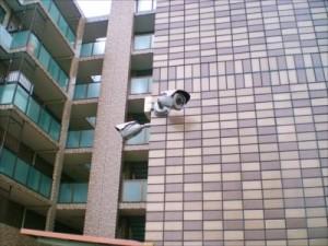 【大阪府・大阪市】マンションでの事件、防犯カメラに犯人の姿