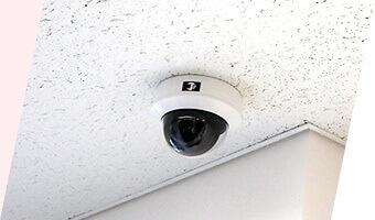 設置完了後はお客様に防犯カメラの操作方法につきまして、詳しいご説明をさせていただきます。