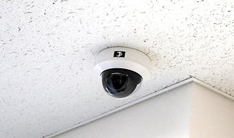 日本防犯設備では、防犯カメラ・監視カメラ・セキュリティシステムの設置完了後に操作方法につきまして、防犯設備士が詳しくご説明をさせていただきます。