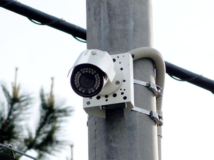 安定防犯カメラ映像の記録を取るには、設置場所の強度や素材の確認を行った上で適切な部材を選択する必要があります。日本防犯設備では長期間安定して可動できるように細部に渡り注意を払いながら設置工事を行っております。