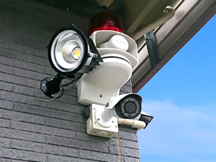 防犯カメラやセキュリティシステムを効果的に使用するためには最適な機器の選定と設置位置の調整です。防犯設備士が実際の設置場所を確認し、適切なご提案を致します。
