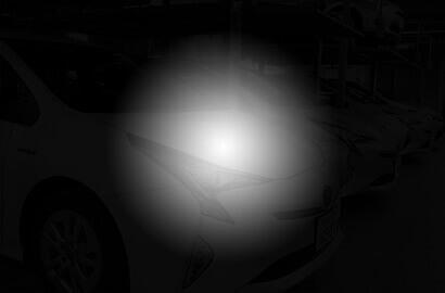 夜間の暗視が暗くて車の形すら認識しづらい