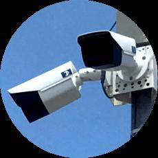 日本防犯設備の防犯カメラは夜間の暗視機能にも優れ、耐衝撃・防塵・防水仕様となっているため、屋外・屋内を問わずに最適な設置位置に取り付けができます。