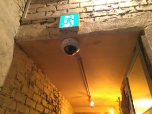 動きを検知する防犯カメラ