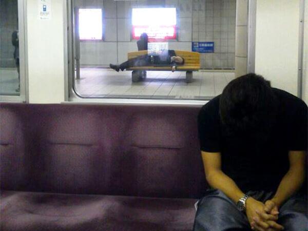【東京都】電車内の泥酔客を狙った窃盗