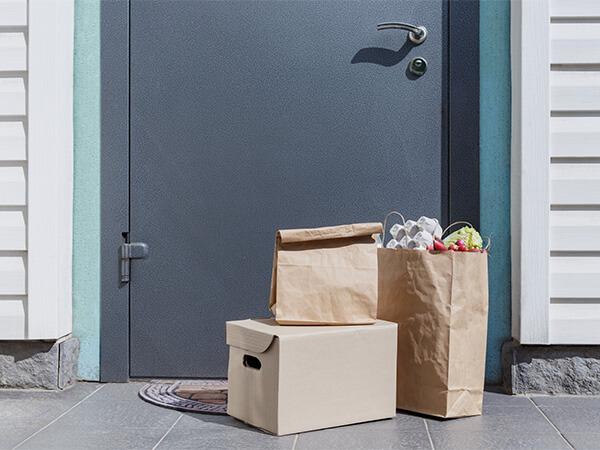 【大阪府】置き配食料品を盗みマンション敷地内で生活